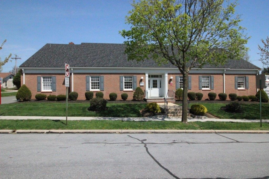 501 N Wyomissing Blvd in Wyomissing PA is an office building available for purchase. Contact Kent Wrobel, commercial realtor in Berks County, PA to learn more.