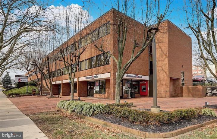 1001-1015 Penn Ave in Wyomissing PA has a few commercial locations available for leasing. Contact Kent Wrobel to schedule your showing and discuss your options.