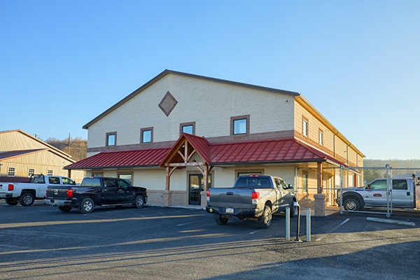 122 Andrews Way in Mohnton PA is a commercial warehouse available for leasing. Contact Kent Wrobel to discuss further.